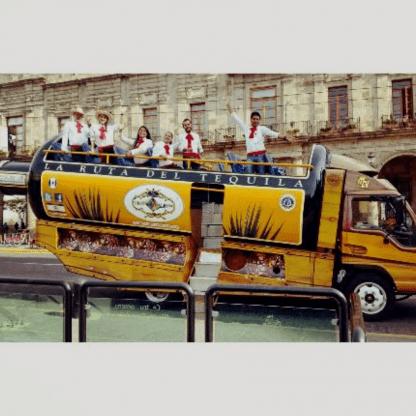 Botella GDL, Tour tranvia botella guadalajara, viaje en botella de tequila, visitando guadalajara, Paseo en botella por guadalajara, tour en botella tranvía